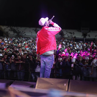 Emtee picture on stage