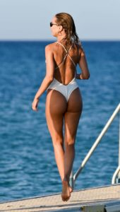 Kimberly Garner enjoy a day out at the beach