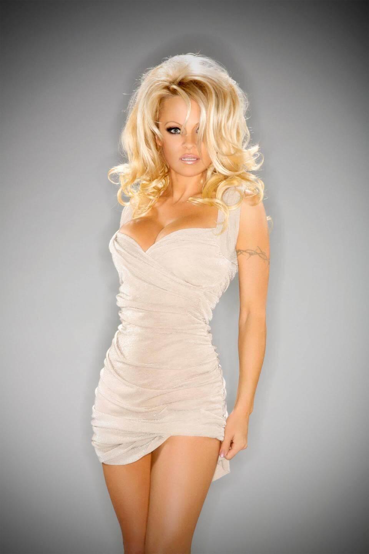 Pamela Anderson set to wed Adil Rami