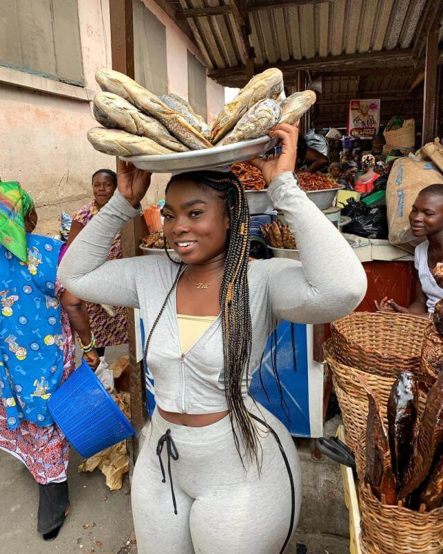 See Photos Of Sexy Ghanaian Slay Queen Selling Fishes That Has Become Internet Sensation