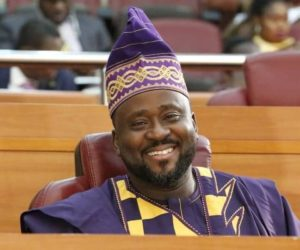 Desmond Elliot's Vehicle Attacked By Thugs In Lagos