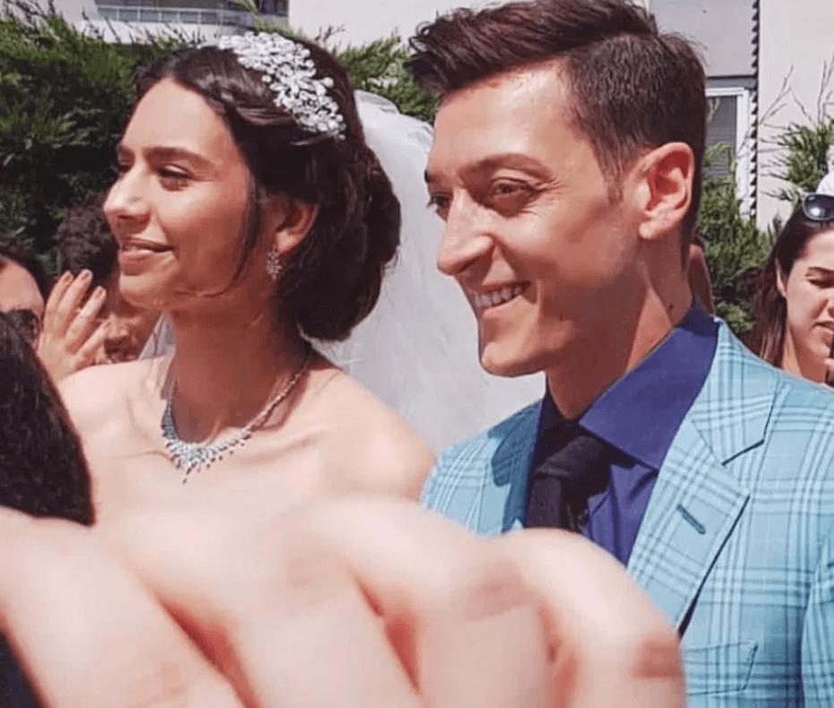 Arsenal star, Mesut Ozil Marries his Partner Amine Gulse (Photos)