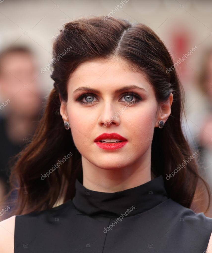 Alexandra Daddario Biography: Age, Height, Movies, Spouse, Net Worth & Pictures